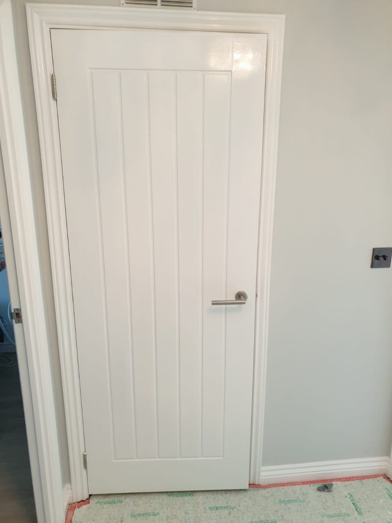 Hallway interior door painted with brilliant white finish by painter and decorator Swansea in property in Llansamlet